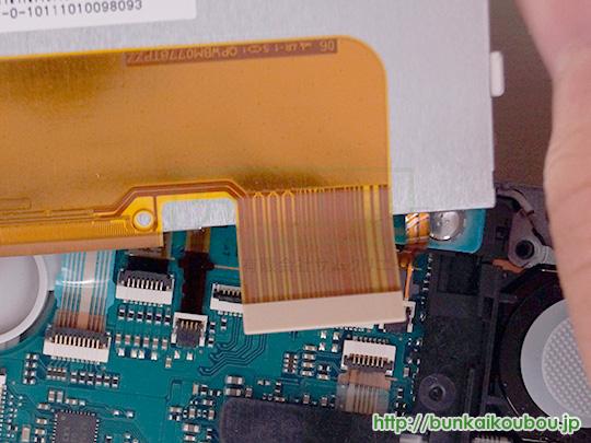 PSP-3000分解6液晶パネルを外す(3)